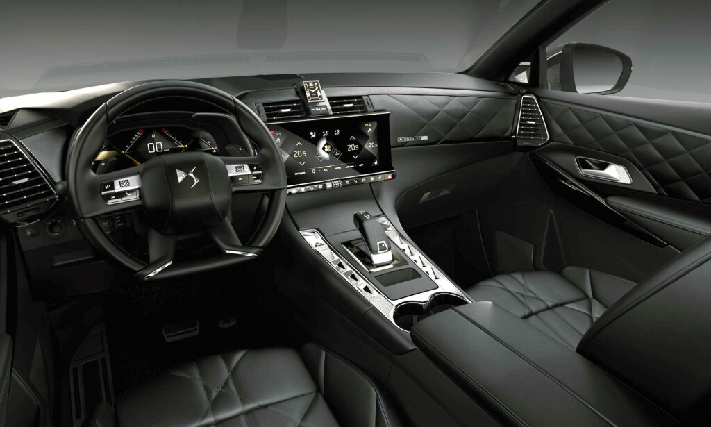 SNASENT: Det er ingen tvil om at DS-interiøret vil bli lagt merke til med sitt eget høyverdige svar på Peugeots i-cockpit. Foto: DS
