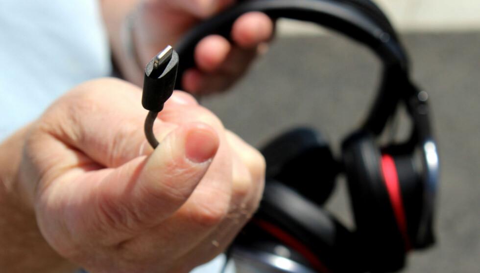 BEDRE: Hodetelefoner med digital kobling mot Apples Lightning-utgang skal ha medvirket til at Spotify har endret mening om lyd. Foto: Tore Neset