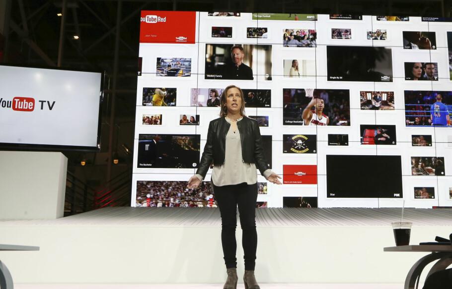 YouTube-sjef Susan Wojicki presenterer YouTube TV under en seanse i Los Angeles, 28. februar. Det var intet godt nytt for de tilbydere av tradisjonell kabel- og satellitt-TV. Foto: AP Photo/Reed Saxon
