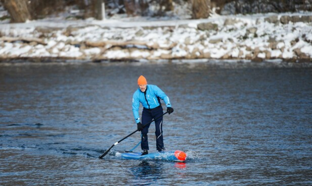 DETTE KAN DU LÅNE: Du trenger ikke leie selv om du vil prøve det: Stand-up-paddleboard er en annen ting du kan låne noen steder. Foto: Pa Photos/NTB Scanpix