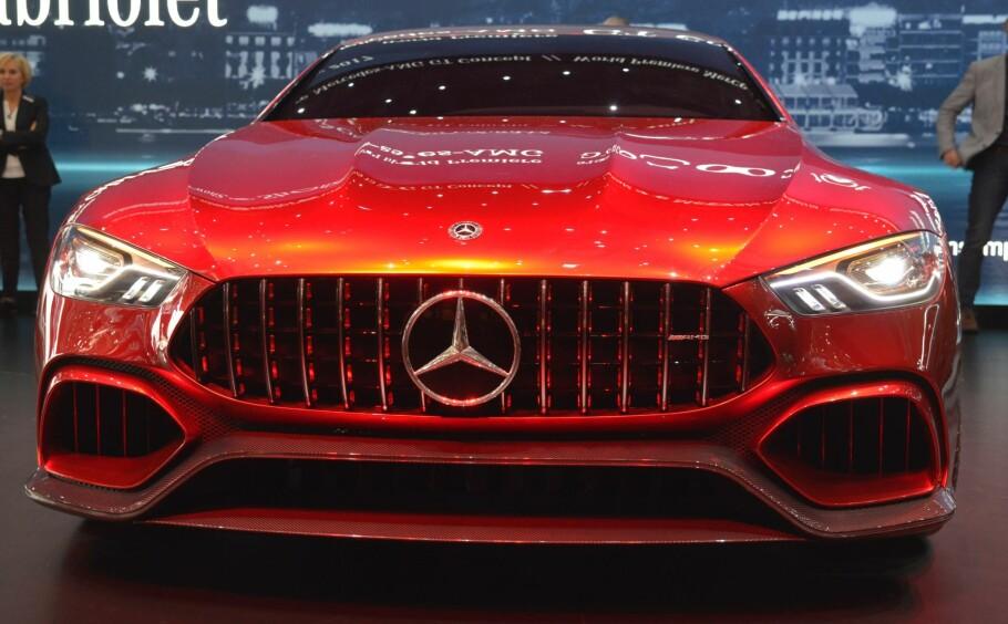 GLIS FRA MERCEDES: Dette er den tredje egenproduserte sportsbilen fra Mercedes-AMG etter SLS AMG og AMG GT. Denne gangen er det en sedan, og med en såkalt alternativ drivlinje. I denne omgang dreier det seg om en konseptbil. Foto: Jamieson Pothecary
