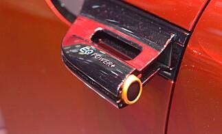 EQ POWER+: Denne logoen sladrer om at bilen låner el-krefter fra EQ-divisjonen, som skal produsere Mercedes' fremtidige elbiler. Foto: Jamieson Pothecary