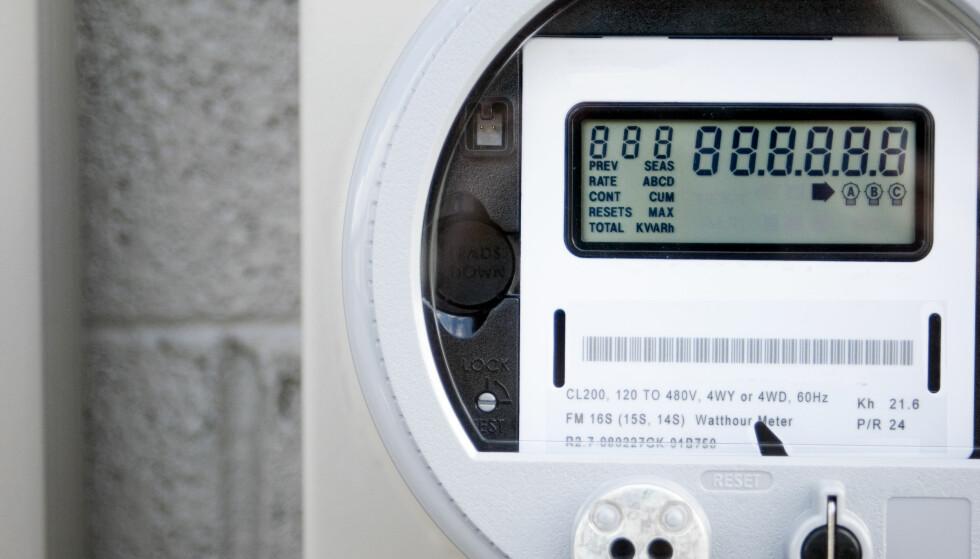 RAVGALT: Flere av Dinsides lesere har opplevd å få høyere strømregning etter at de fikk ny strømmåler. Ifølge en nederlandsk undersøkelse viser enkelte smartmålere hele 582 prosent feil. Foto: Shutterstock/NTB scanpix