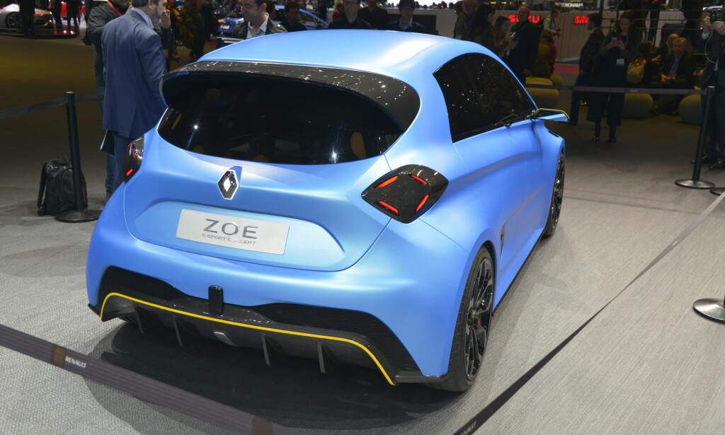 Karbon: Bilen har fått en stor karbonspoiler over bakruten i tillegg. Foto: Jamieson Pothecary