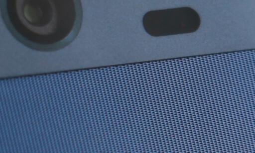 PÅ NÆRT HOLD: Slik ser strukturen ut på baksiden av Huawei P10. Foto: Pål Joakim Pollen