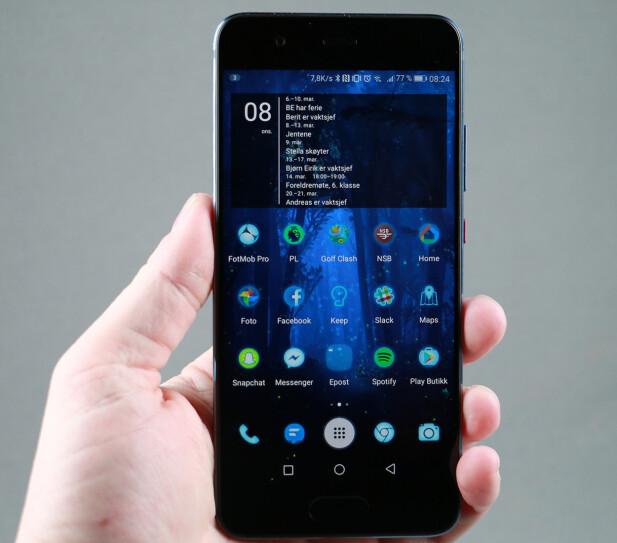 MANGE FUNKSJONER: EMUI-grensesnittet til Huawei lar seg tilpasse med et rikt utvalg av ikoner og annet, og har dessuten mange smarte funksjoner innebygd. Foto: Pål Joakim Pollen