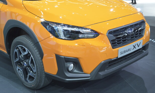 <strong>IDENTITET:</strong> Subaru kaller sine kjenningselementer «hawk-eye headlights» (haukøye-lykter) og «hexagonal grille» (sekskantet grill). Nedre del av fronten er adskillig røffere enn på Impreza. &nbsp;Foto: Jamieson Pothecary