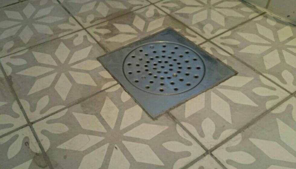 IKKE GRØNNSÅPE: Styr unna grønnsåpe når du skal rengjøre flisene dine. Foto: Privat.
