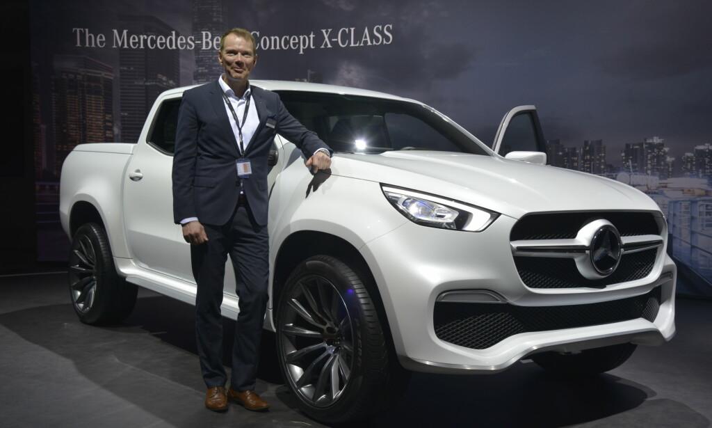 MERCEDES X-KLASSE: Kjetil Myhre i Mercedes-Benz kunne presentere den nye pickupen i Genève. Foto: Jamieson Pothecary