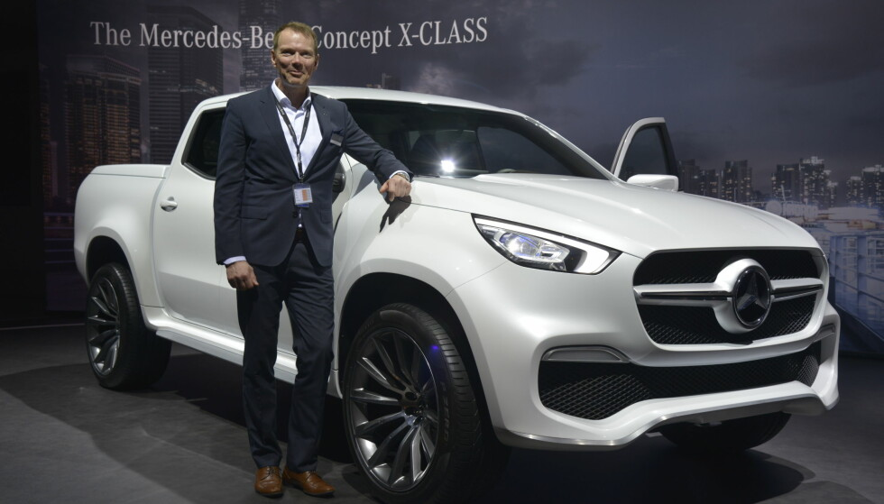 <strong>MERCEDES X-KLASSE:</strong> Kjetil Myhre i Mercedes-Benz kunne presentere den nye pickupen i Genève. Foto: Jamieson Pothecary