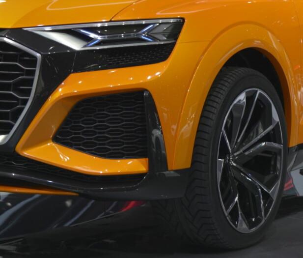 TRENGER LUFT: Generøse luftinntak, smale lykter, store felger og breddede hjulbuer gir SUV-en en viss sportsbilkarakter. Foto: Jamieson Pothecary