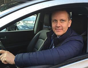 ADVARER: Fagsjef for motor i Frende Forsikring, Roger Ytre-Hauge, oppfordrer til å sikre bilen godt før man går fra den. Foto: Frende