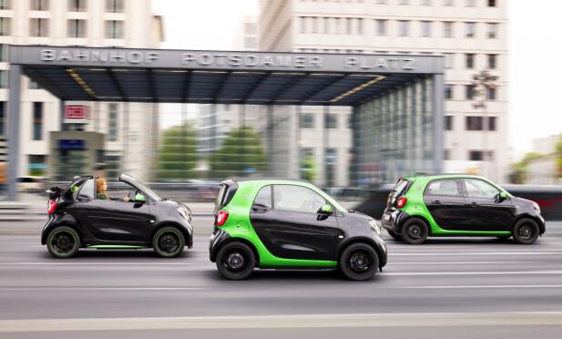 FOR RENERE BYLUFT: Uansett hva man mener om elbil generelt, er det ikke tvil om at utslippsfri kjøring i byen er bra for luftkvaliteten. Det er dermed logisk at bybilen Smart er elektrifisert. Foto: Smart