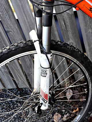 MYKERE: Dempere foran gjør sykkelen tyngre, men er behagelig på humpete underlag. Foto: Tore Neset