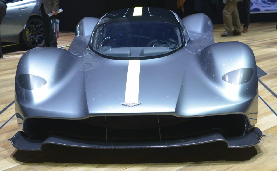 NYESTE ASTON: Valkyrie, heter denne skapningen fra den britiske, Gaydon-baserte luksus-og sportsbilprodusenten Aston Martin. Hyperbilen kommer i 2019 og blir noe av det villeste Aston Martin noensinne har produsert. Foto: Jamieson Pothecary