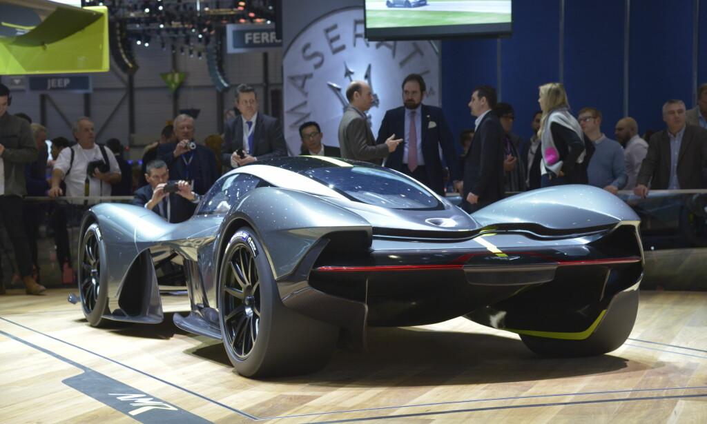 INGEN VINGE! Valkyrie er så aerodynamisk utformet at den ikke trenger noen hekkspoiler! Bare takket være sin fasong over og under, skal den generere et marktrykk tilsvarende det dobbelte av bilens vekt! Foto: Jamieson Pothecary