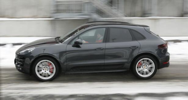 HØY 911: Porsche har prøvd å gjenskape 911-designen på Macan. Hvor godt man har lykkes, kan diskuteres, men Porsche har i allefall videreført DNAet på kjørefølelse. Deet er kanskje det viktigste tross alt. Foto Rune M. Nesheim