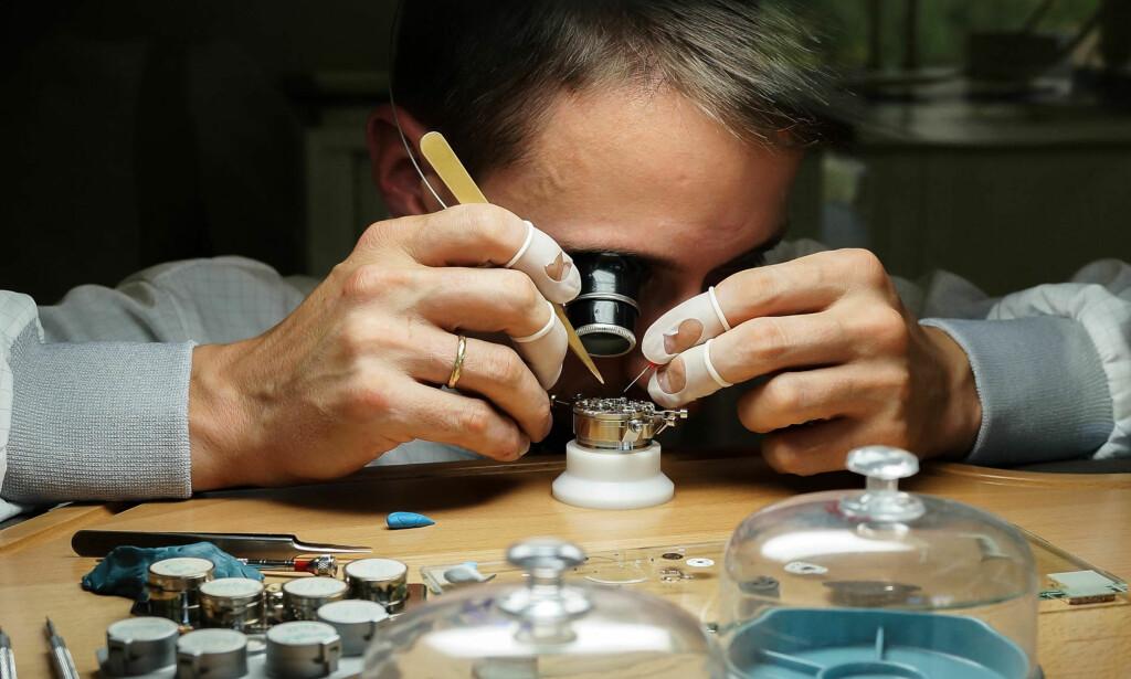 <b>JEVNLIG SERVICE</b>: Skal klokken gå presist og vare lenge, er service et must. Foto: Tidssonen.no