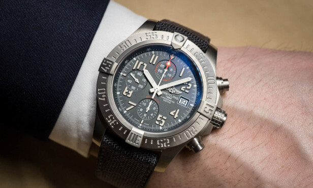 DYRERE SERVICE: En kronograf har en høyere servicekostnad enn en enklere klokke. Foto: Tidssonen.no