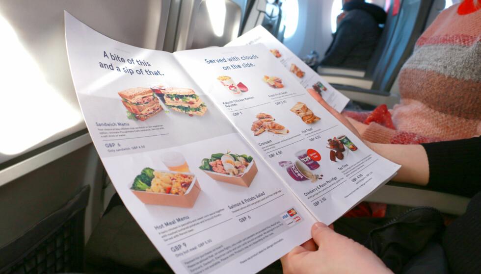 NORWEGIANS MENY PÅ LONDON-FLYET: Vi har testet ulike retter på flyturen til London. Foto: Hanna Sikkeland