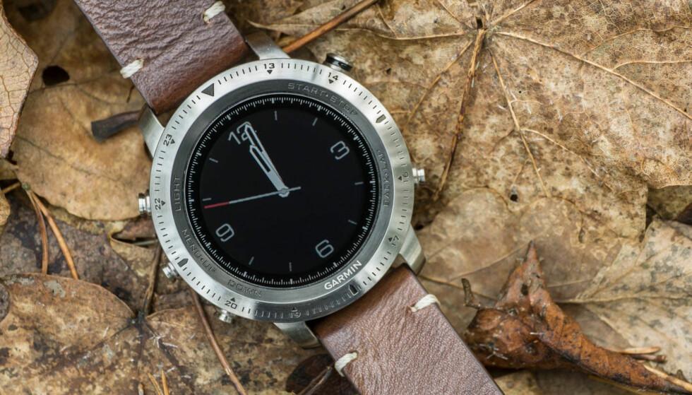 """""""URMAKERKVALITET"""": Garmin sin seneste klokke trenger ikke gjemmes i treningsbagen. Foto: Tidssonen.no"""