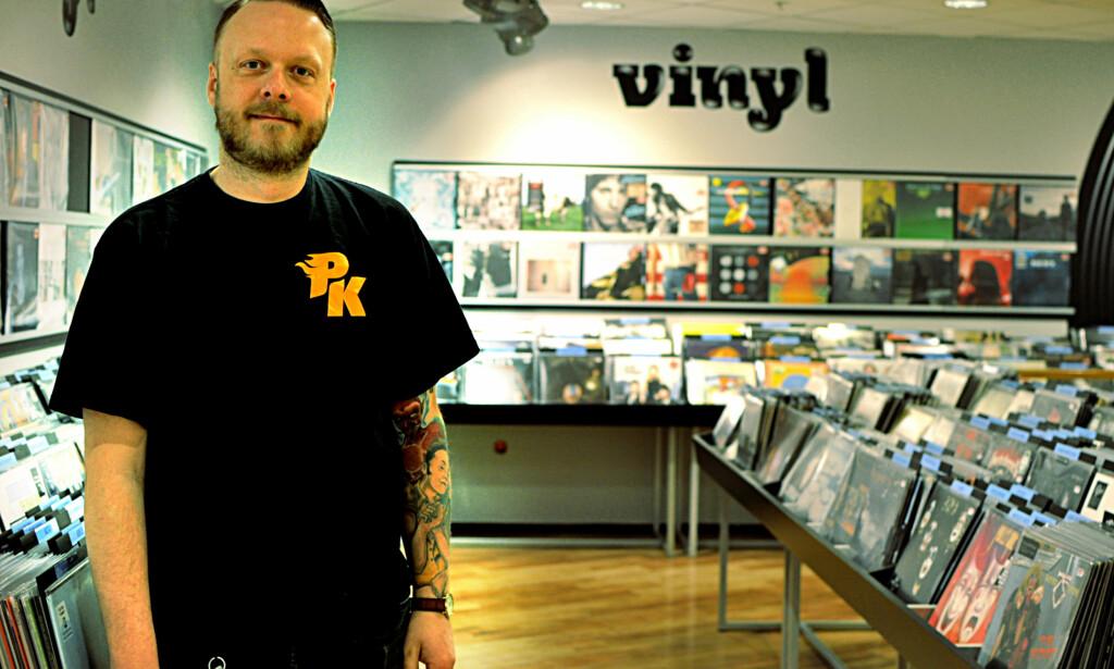 STERK VEKST: Siden platekompaniet begynte med vinylplater i 2011 har salget tatt seg opp jevnt og trutt, kan butikksjef Øyvind Åsebø fortelle. Foto: Tore Neset