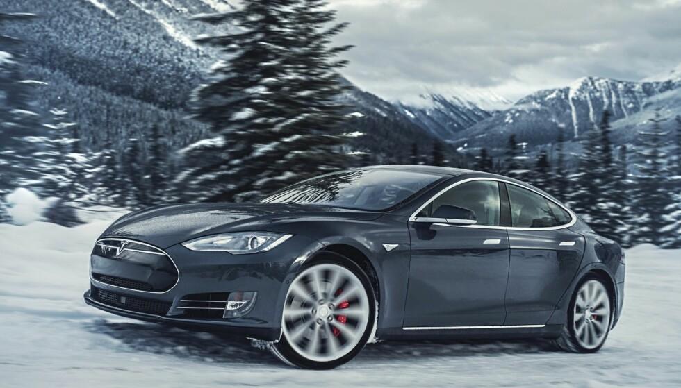 GÅR SÅ DET GRINER: Tesla dobler salget i forhold til i fjor og er på tiende plass på registreringsstatistikken til OFV AS, mens de var henvist til 15. plass for et år siden med bare halvparten så mange registreringer. Elbilprodusenten bidrar dermed også til å skyve andelen av nye biler med firehjulsdrift nærmere 50 prosent-grensen. Foto: Tesla