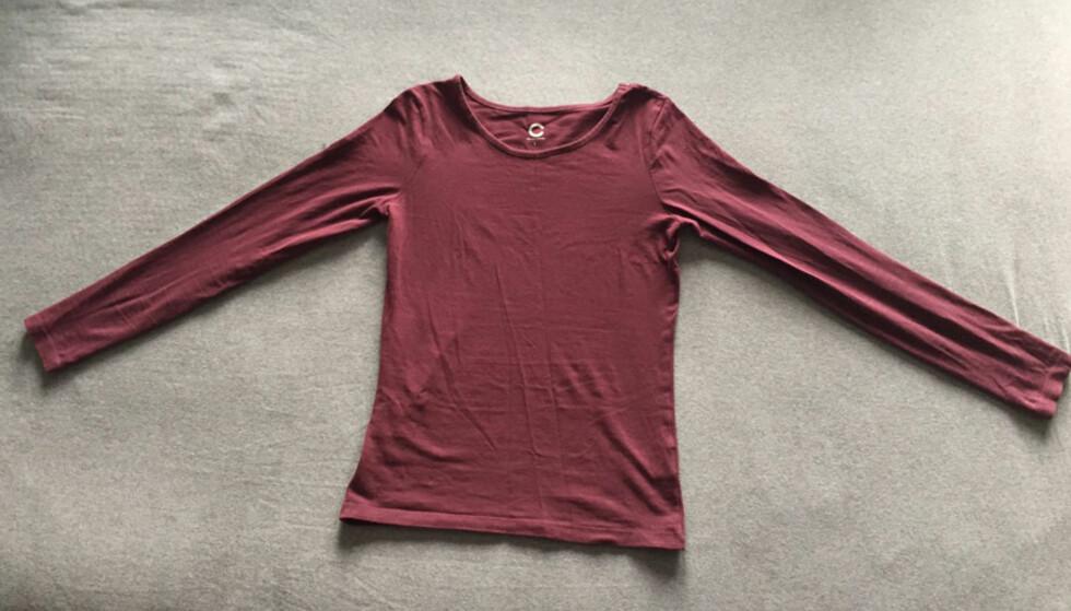 1. Start med å la genseren ligge flatt på underlaget.