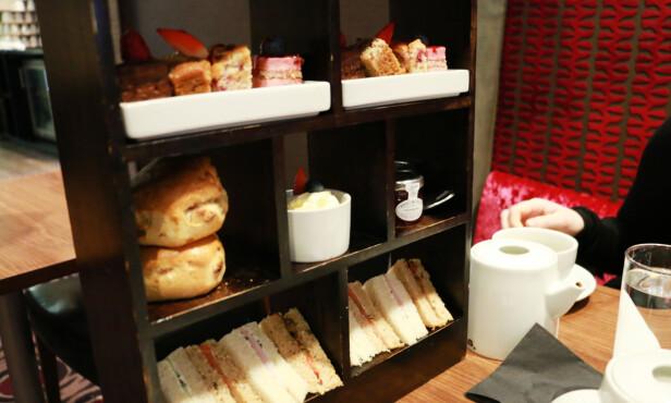 MELLOMMÅLTID: Du får mye godt på en Afternoon Tea, som egner seg som et litt større mellommåltid. Foto: Berit B. Njarga