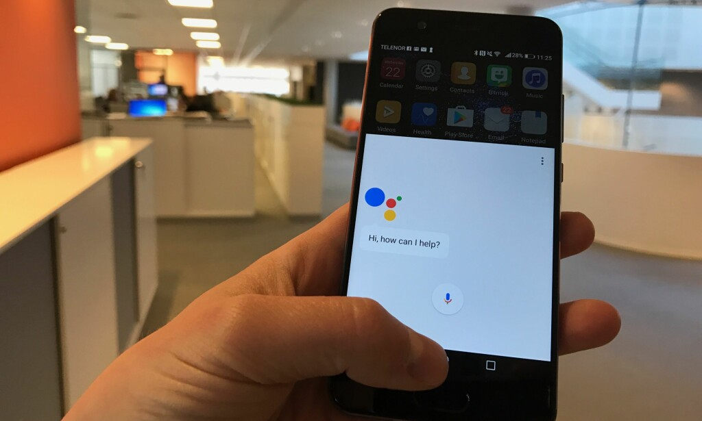 KLAR: Google Assistant rulles ut til flere gamle og nye Android-telefoner – også i Norge. Men foreløpig kun på engelsk. Foto: Gaute Beckett Holmslet