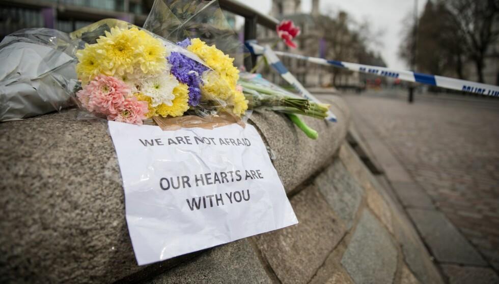TERROR I LONDON: Fra onsdagens hendelse i London, et populært reisemål blant nordmenn. Men bør man være redd for å reise til storbyene? Foto: NTB Scanpix