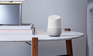 PEN: Google Home skal ikke gjemmes bort, den skal vises fram. Foto: Produsenten