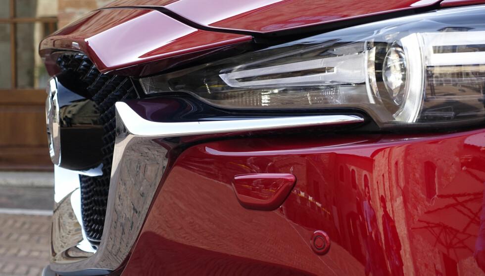 DRISTIG: Grillen er langt mer fremtrukket og panseret er strukket ti cm fremover. Mazda-logoen er blitt svær og skjuler radar. Foto: Rune M. Nesheim