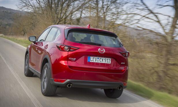 KJØREGLAD: Mazdas ingeniører er genuint interessert i at innvendig og utvendig design skal være sporty og heldigvis at følelsen av å kjøre bilen skal være det samme. Vi synes de har fått det til bra. Foto: Mazda