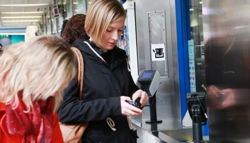 OYSTER CARD: Vi fylte opp Oyster card ved ankomst London, som vi brukte under hele oppholdet - også til Heathrow. Foto: Hanna Sikkeland