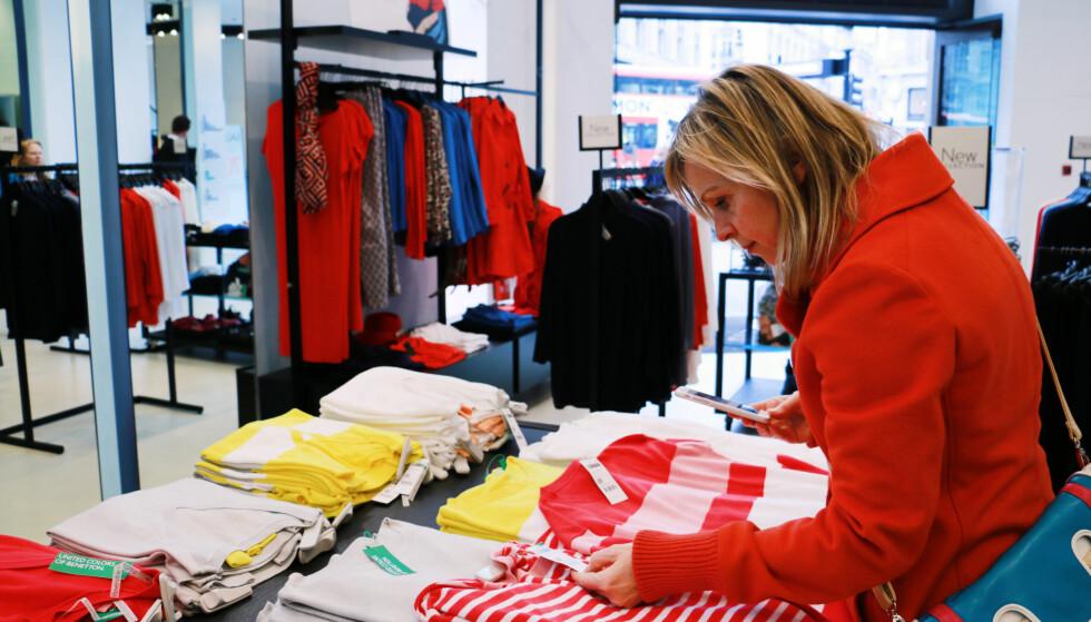 129 KRONER: Den største prisforskjellen i vår prissammenlikning fant vi på en genser hos kleskjeden Benetton. Denne var 129 kroner billigere i London enn i Norge. Foto: Berit B. Njarga