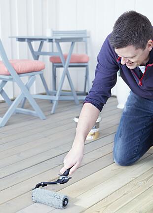 UTEPLASS: Beiser du terrassen med Butinox kan du vente i opptil tre år før du gjøre klar til nye strøk.