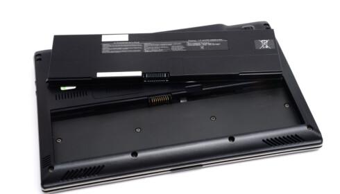 SLITEDEL: Batteriet er ikke laget for å vare evig. Faren er stor for at det må byttes på din brukte PC. Det trenger ikke å koste mer enn noen få hundrelapper, men kan også koste mye mer. Derfor bør du sjekke hva det vil koste før du slår til. Foto: ALL OVER PRESS