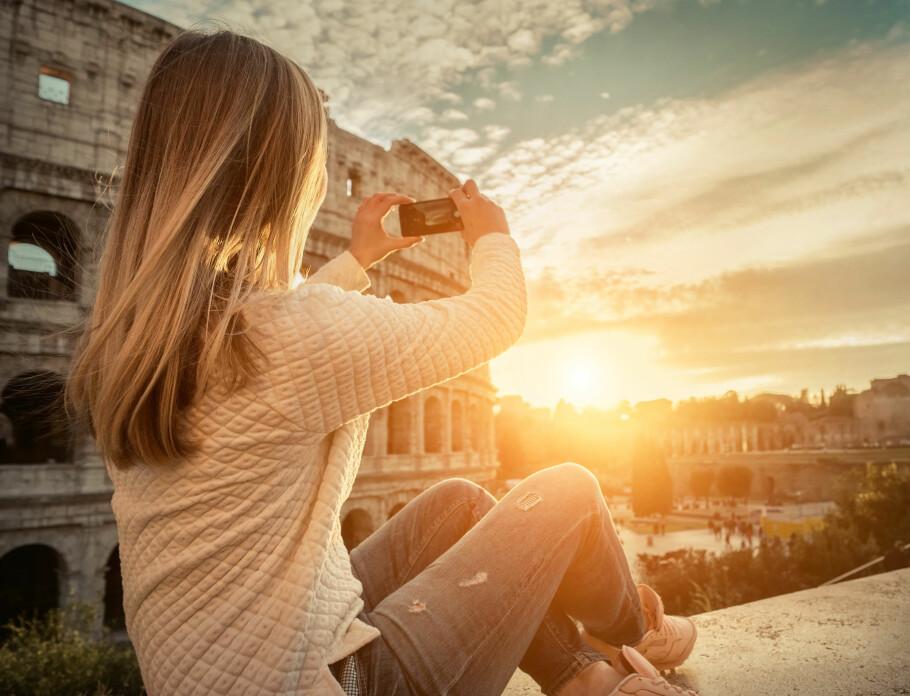 ROAMING I ROMA: Tanken var at du kunne bruke så mye mobildata du ville på ferie i Europa uten å betale noe mer enn i Norge. Men når alle setter opp prisene blir virkeligheten en ganske annen. Foto: Shutterstock / NTB Scanpix