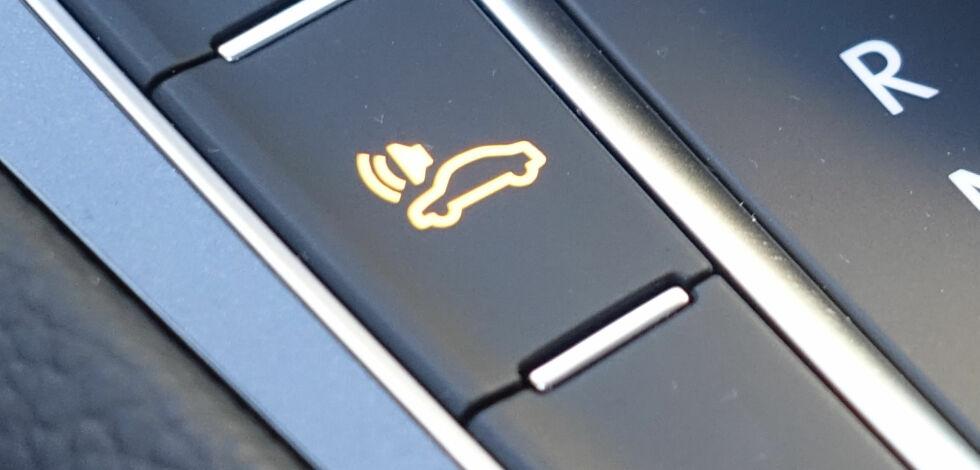 image: Denne knappen blir påbudt i nye el- og hybridbiler