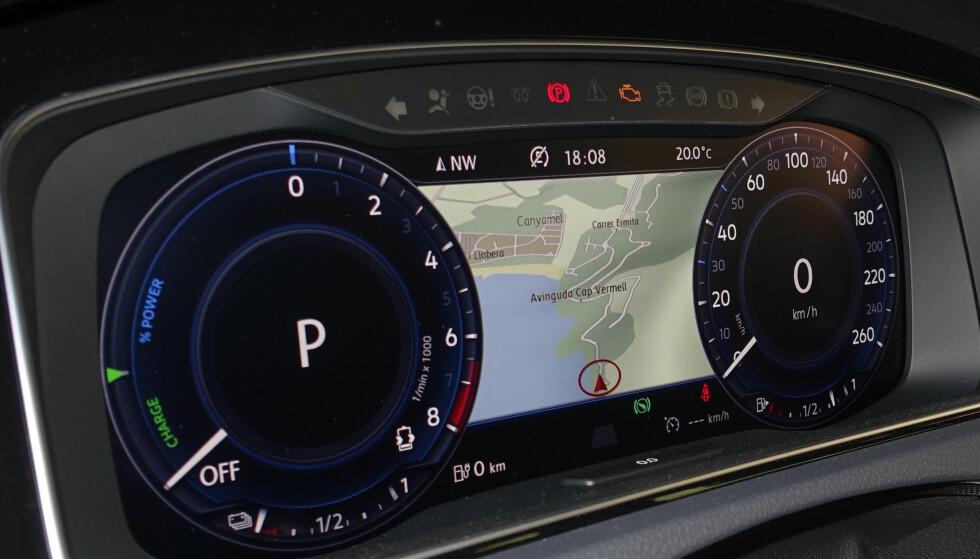 SPARER BENSIN: Ved å vite topografi, fartgrenser, lengde og rute, velger bilen selv når den bør bruke bensin eller elektrisitet på ruten.