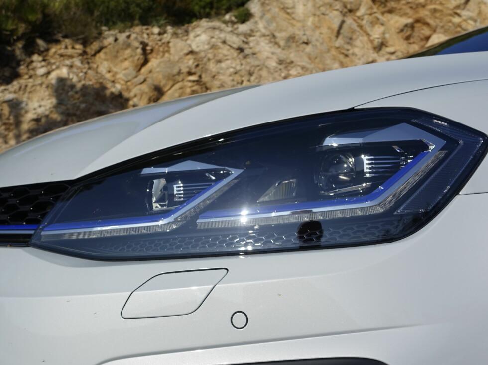 LED STANDARD: Alle Golfer har nå LED både foran og bak som standard. Adaptive lys koster fortsatt ekstra. Foto: Rune M. Nesheim