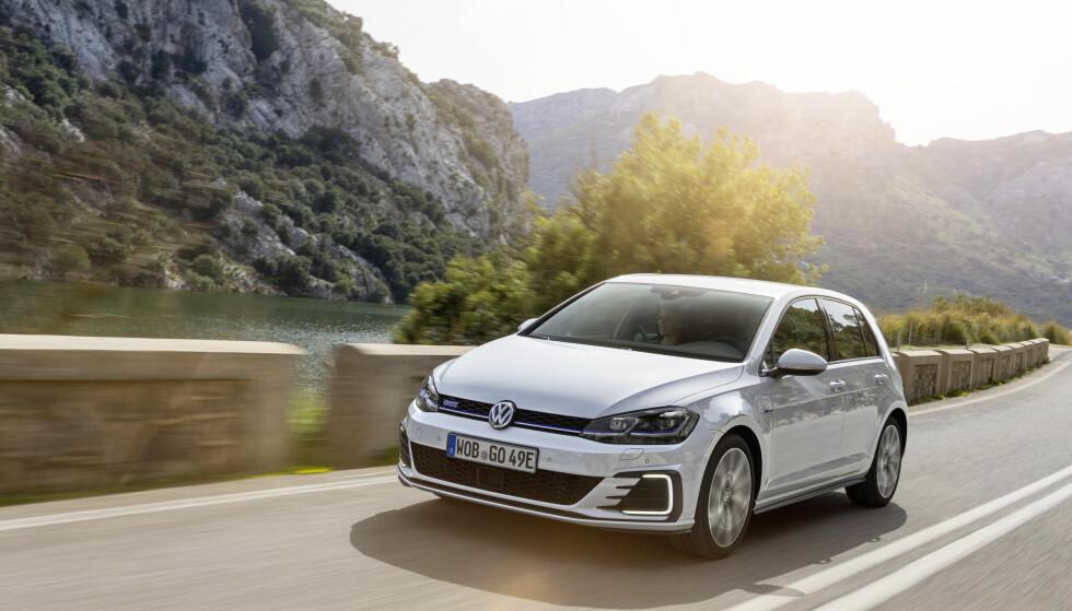 KJØRER BRA: Golf er blitt en svært allsidig bil med bra plass og er blant de aller beste på komfort og kjøreegenskaper. Foto: VW