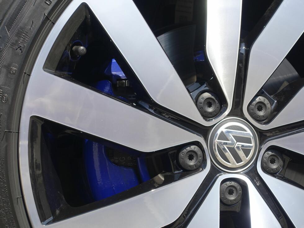 BLÅBREMS: GTE har fått dekorative kalippere i blått. Foto: Rune M. Nesheim