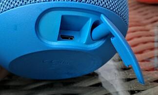 LOKK: Bak lokket på undersiden, finner du ladeporten. Foto: Pål Joakim Pollen