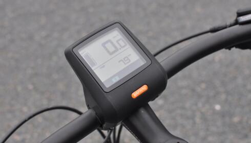 INFORMASJON: Sykkelcomputeren viser hastighet, total kilometerstand, maks hastighet, gjennomsnittshastighet og batteristand. Foto: Tore Neset