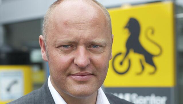 <strong>FRYKTER BØLGE:</strong> NAF-direktør Stig Skjøstad er redd det vil komme mange nye avgifter på bil framover.   Foto: NAF