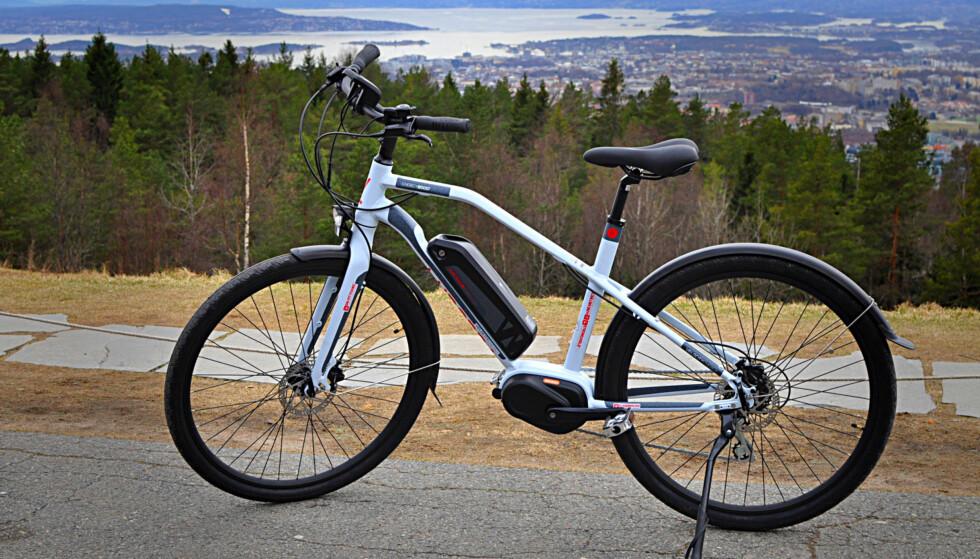 PEN: Velo City Energy Boost Usx til 15.000 ser unektelig lekker ut. Og både bremser og motor vitner om at den strekker seg lengre enn sin prisklasse. Foto: Tore Neset