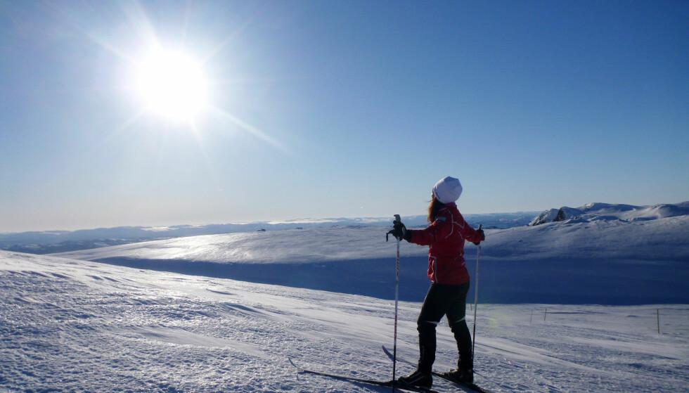UV-STRÅLING: Snø bidrar til strålingen. Men i enkelte områder av landet blir det likevel lite UV-stråling i påska. Foto: NTB/Scanpix