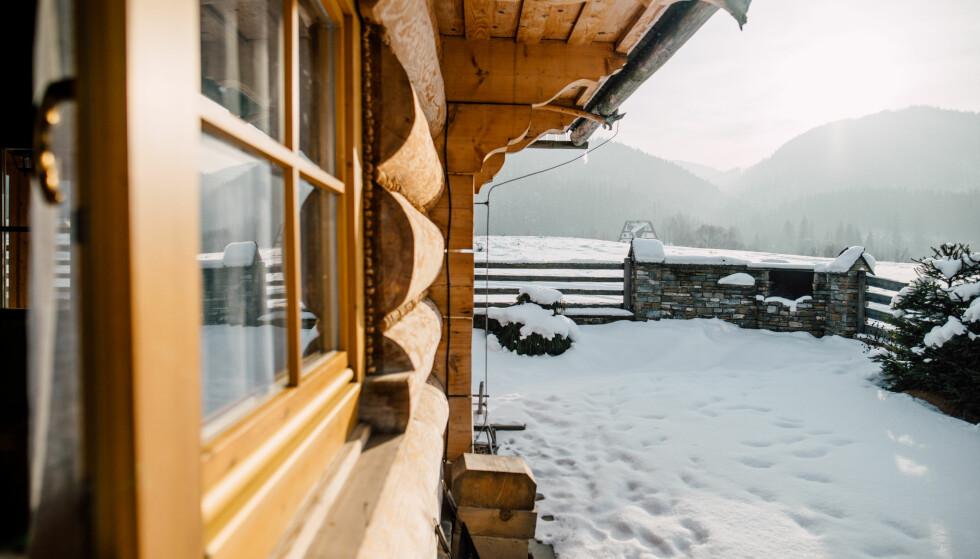 SOL I HYTTEVEGGEN? Skal du til fjells i Sør-Norge, bør du smøre deg, ifølge Strålevernet. Foto: NTB/Scanpix